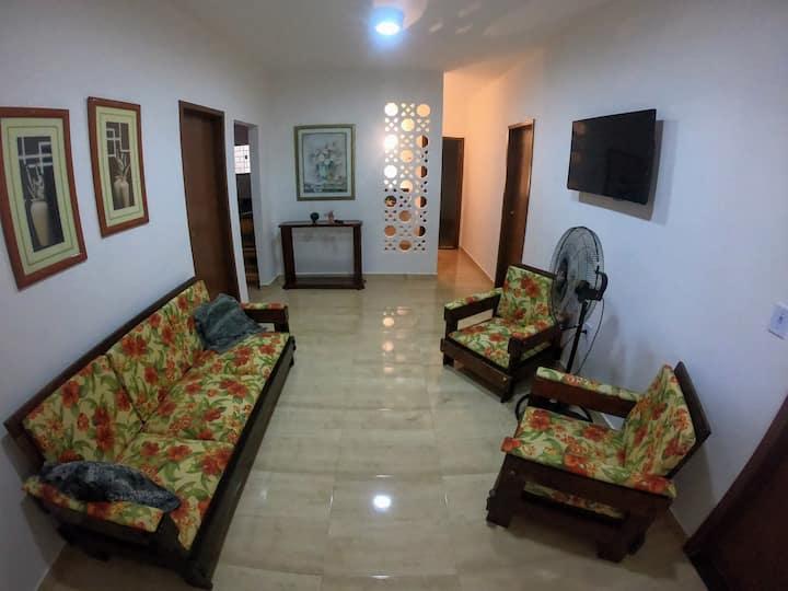 Linda, espaçosa e privativa casa na Praia do Morro