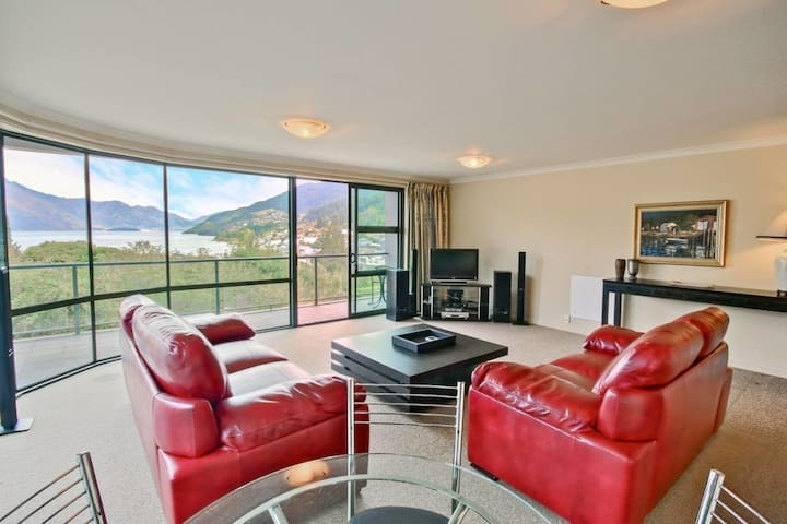 Stunning Lake Views in a stylish apartment