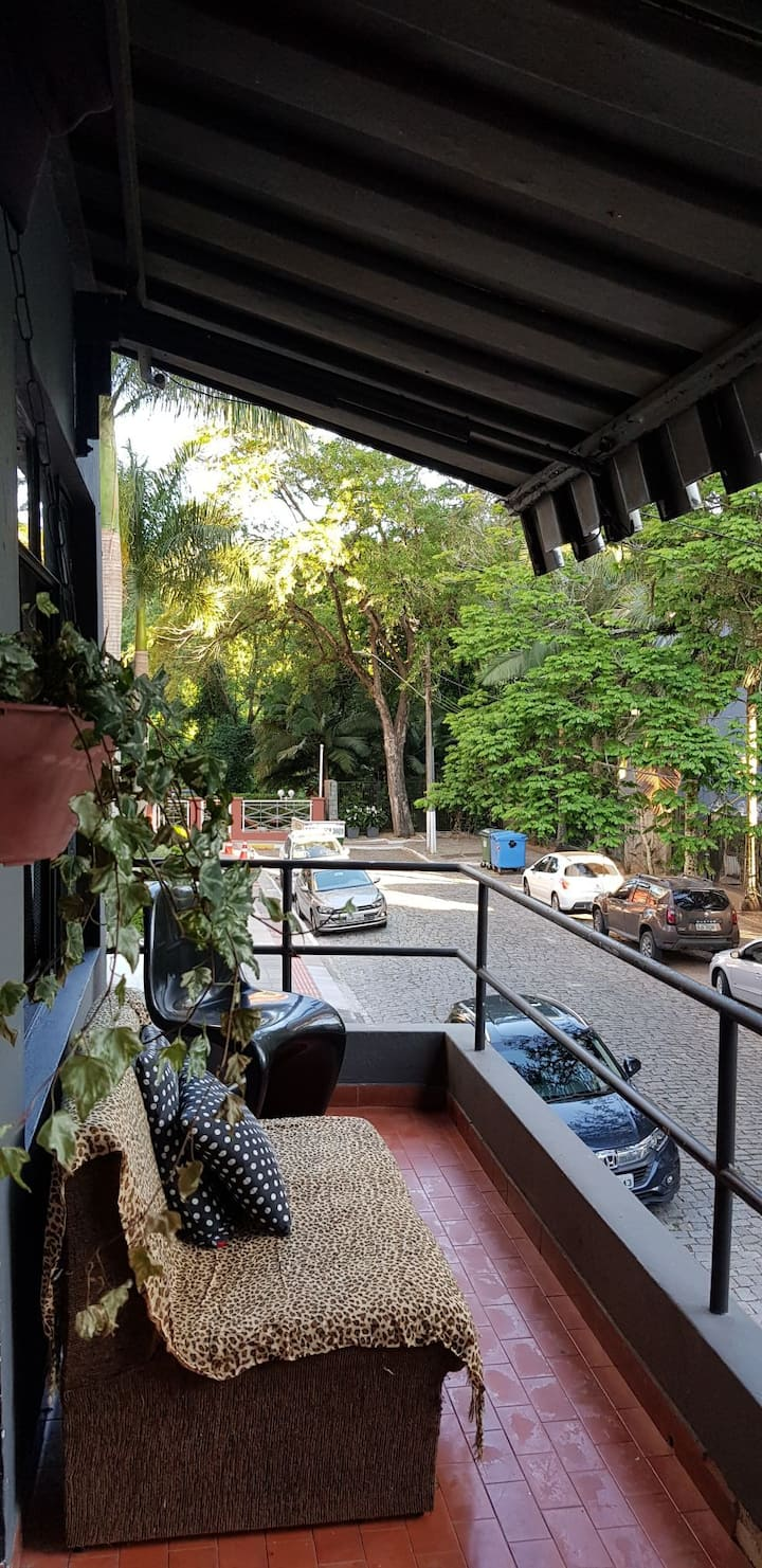 Noble area large room in Alameda