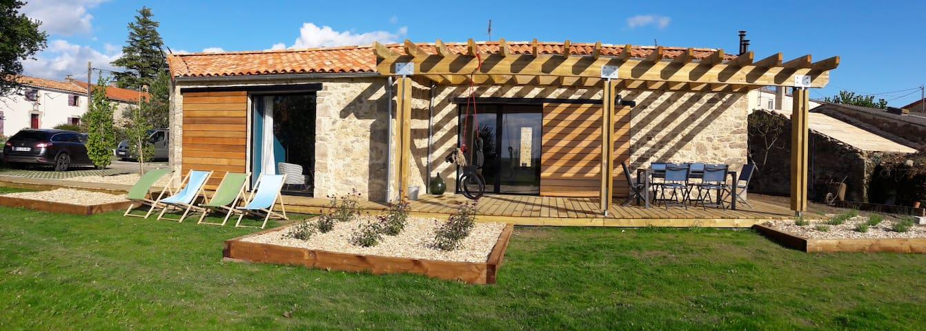 """Gîte proche du Puy du Fou """"La Pergo"""""""