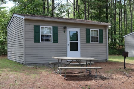 Lake Gaston Lodges EC3 furnished/nature setting
