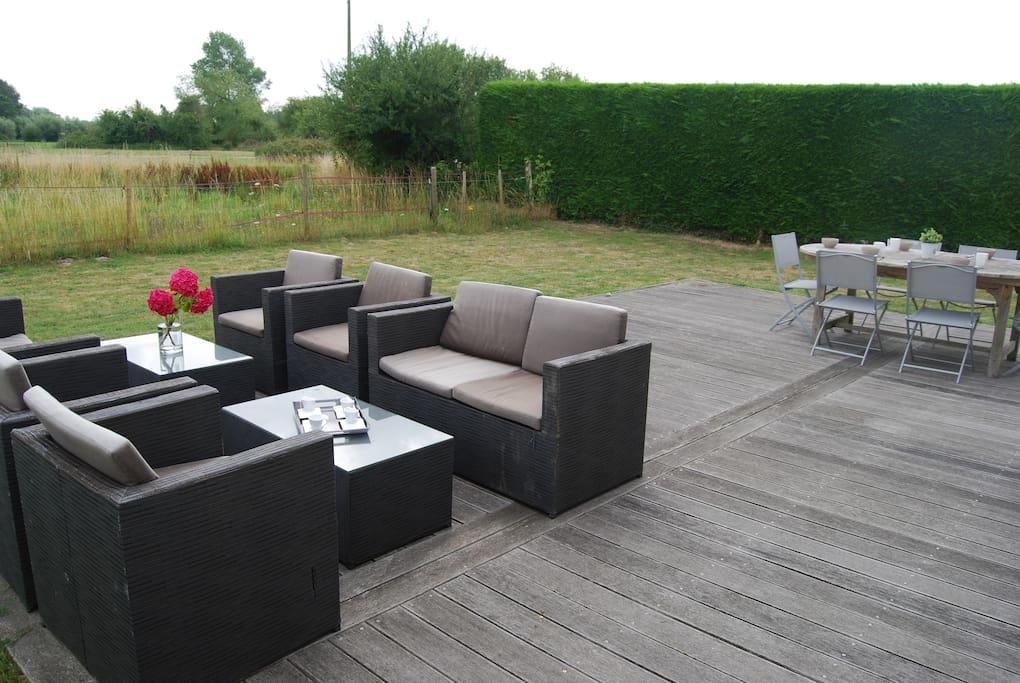 Terrasse + salon de jardin