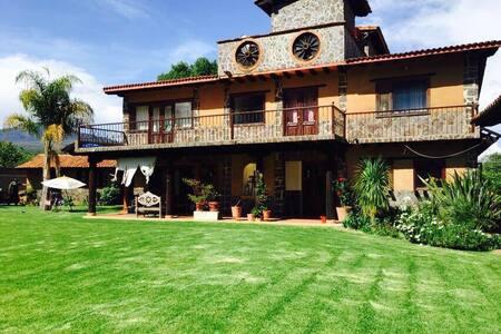Casa Pastores entre Morelia y Patzcuaro