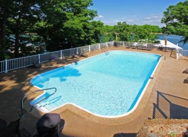 ~Windjammer 33-2E is a Spacious 3 bedroom, 2.5 bath Overlooking the Main channel! Upper Level Living with Bedroom Lake Views!~