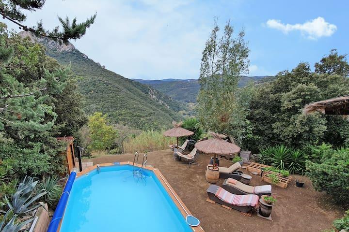 Beachy Villa in Saint-Arnac with Swimming Pool