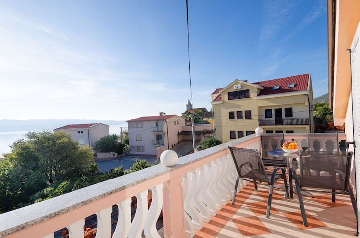 Two Bedroom Apartment, 100m from city center, seaside in Karlobag, Outdoor pool, Balcony