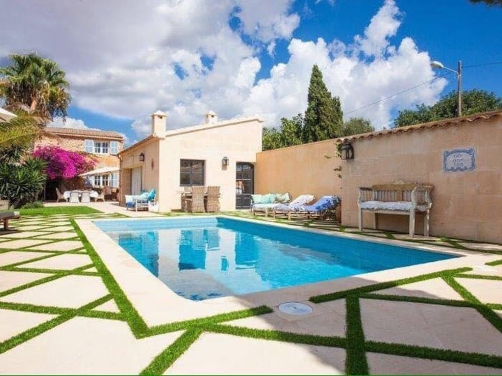 Idyllic  with private pool and separate studio