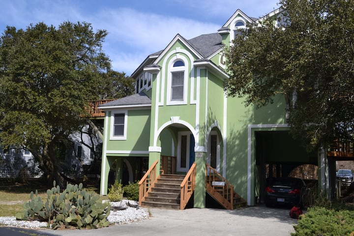 Shannons Tree House: Tennis/Pool/Gym/Pet-Friendly