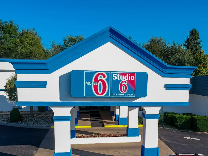 Motel 6---Single King non-smoking