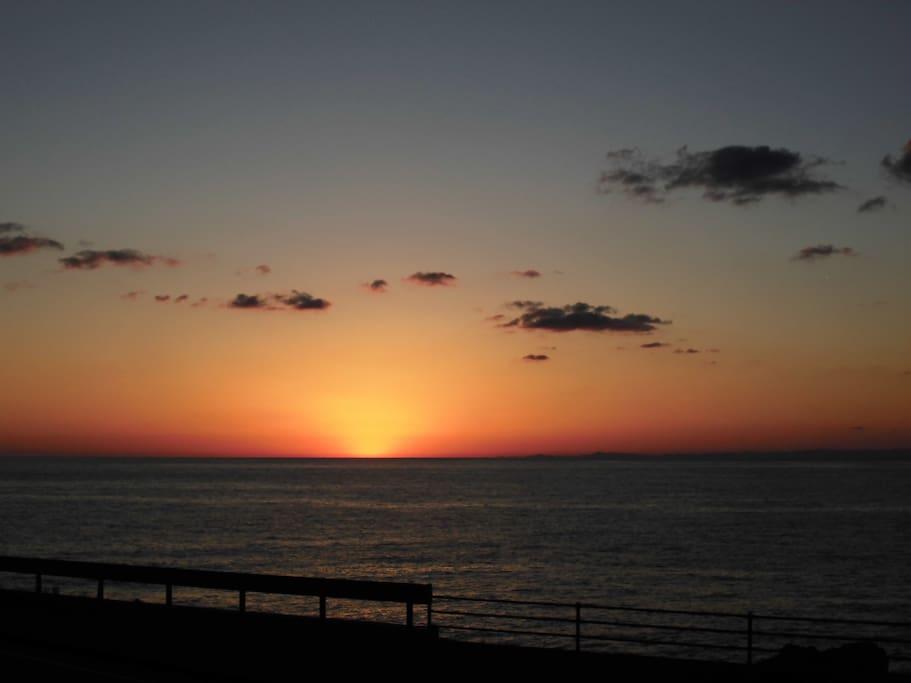 2階からの眺望 土佐湾に沈む夕日 秋が特に綺麗