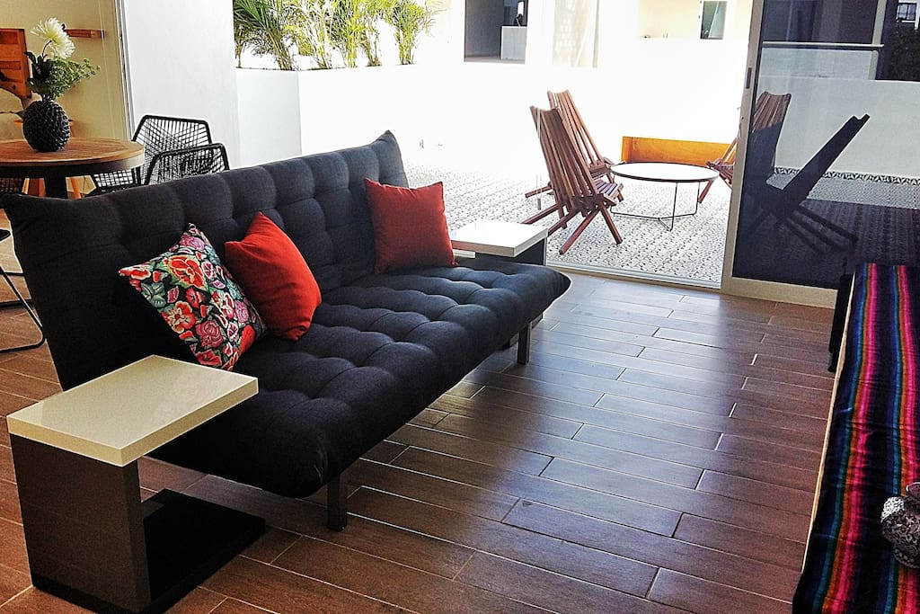 El sofa cama de la sala de tv se convierte en cama