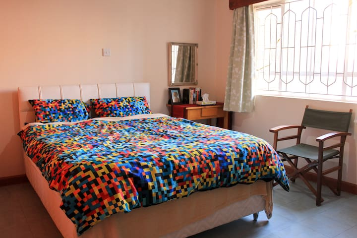 5 min. walk to Wilson A/port and public T/port - Nairobi - Apartment