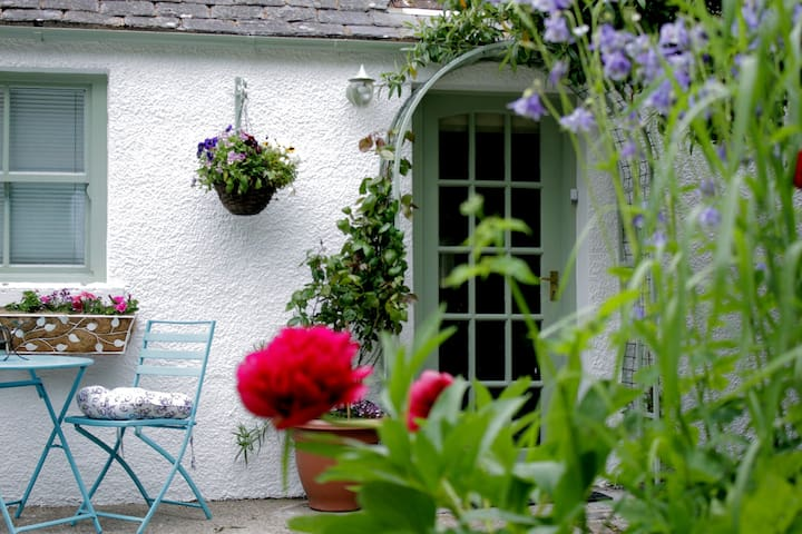 Scottish Country Cottage on Highland Whisky Trail