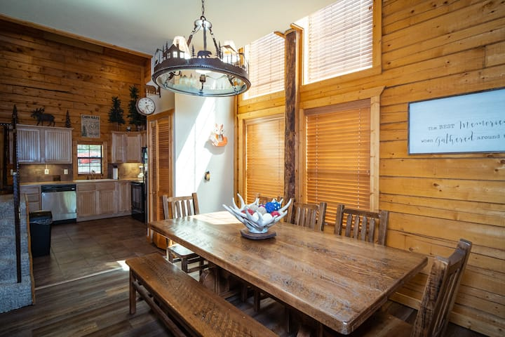 2 Bedroom + King Loft, 2 Bath Log Cabin