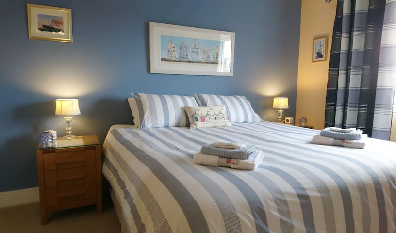 Two exceptional ensuite rooms, breakfast included*
