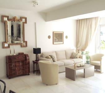 GORGEOUS CONDO W/POOL NEAR BEACHES - Apartamento