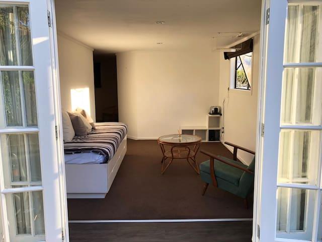 Sun filled - Bedroom & Lounge