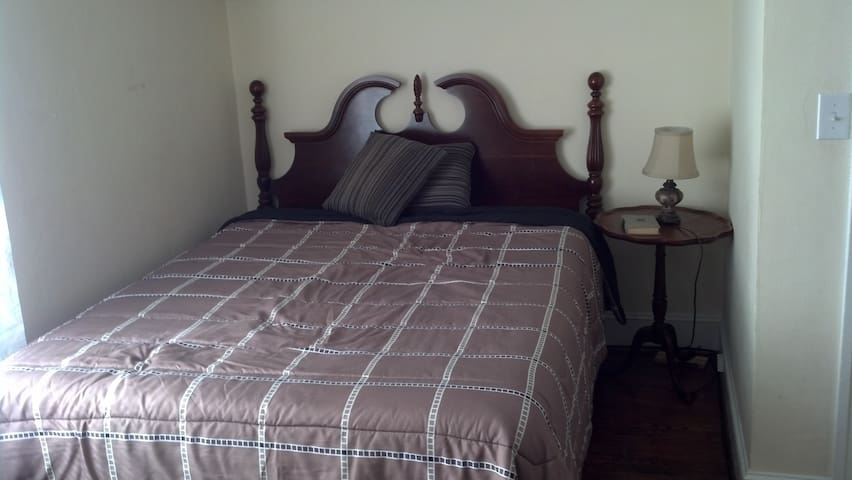 Makay Room - 2nd Floor Suite - Roanoke