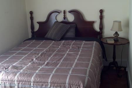 Makay Room - 2nd Floor Suite - Roanoke