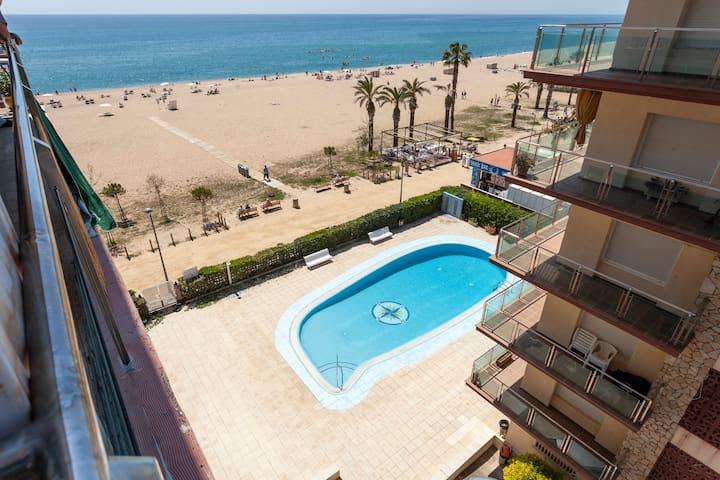 SANTA BEACH ★ Apartamento frente al mar con piscina y parking comunitarios. FREE WIFI. 5PAX