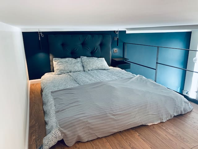 Queen size bed, orthopedic mattress (160×190) located on the second floor. Please note second floor height is 130cm.