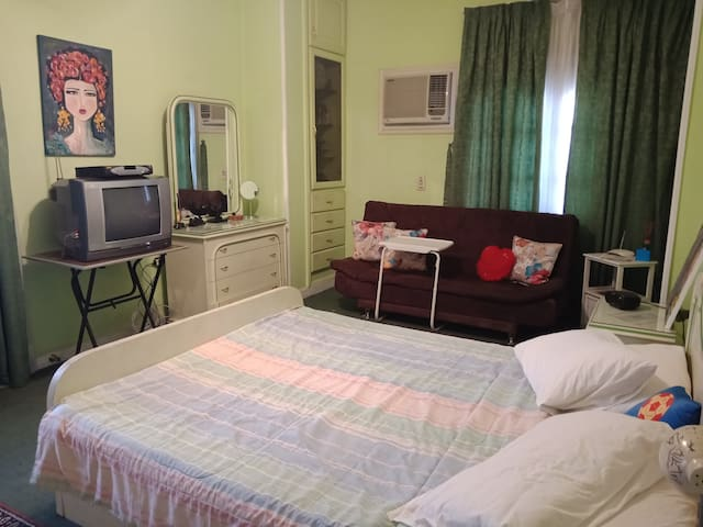 bedroom in mid. cairo( ladies or married couples)