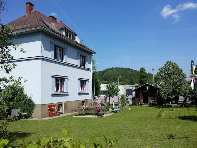 Quiet and cosy, small room with balcony in Leoben