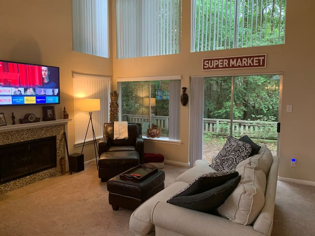 Modern townhome in the heart of the Woodlands