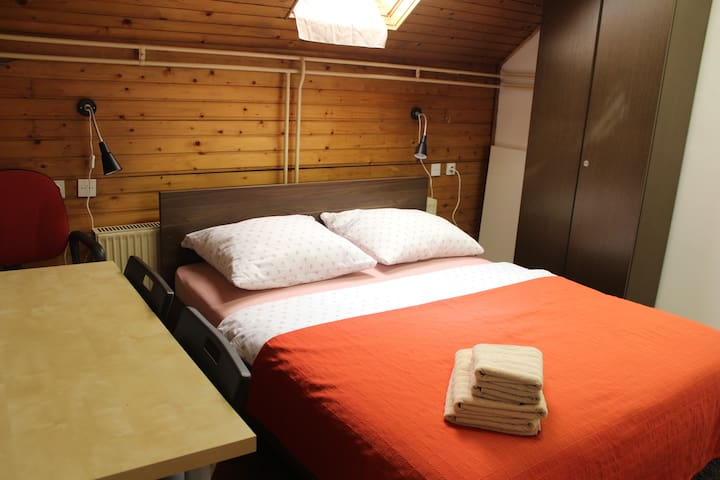 VIKSI Nomad. Small Economy room in the center.#3