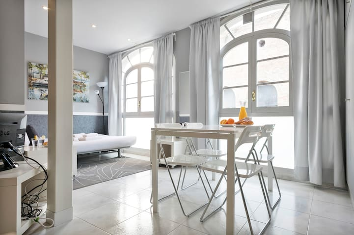 BARCELONA|COSY STUDIO FOR 4 PEOPLE NEAR P.GRACIA¦