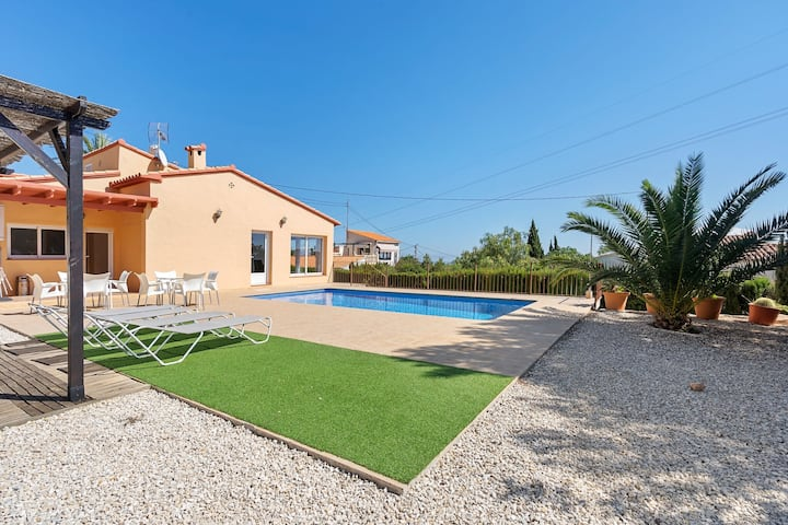 Fancy Holiday Home by the Sea in Calpe with Pool