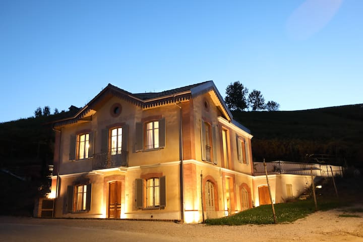 Villa intera in Barolo