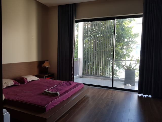Superbly Central 1- Modern Bedroom with en-suite