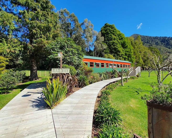 Renovated 1930's Train Carriage in Nydia Bay