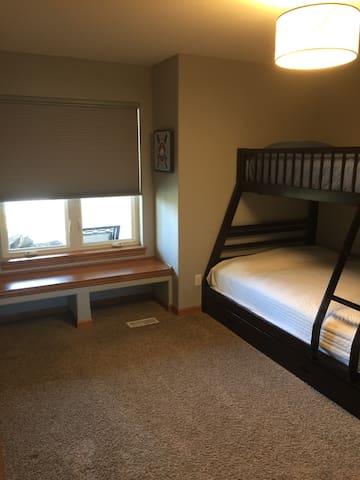 Bunk bed bedroom - twin over full