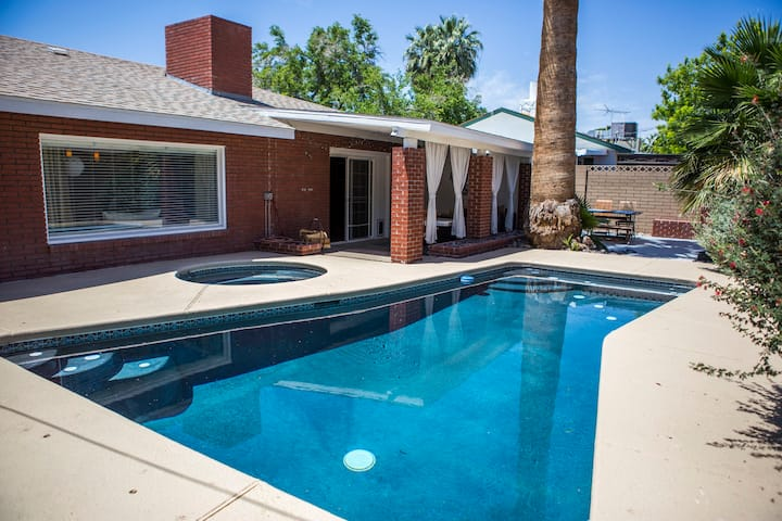 Charming Vegas Escape! Pool, BBQ, Great Location!