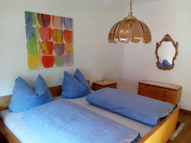 Schlafzimmer für 2 Personen inklusive Bettwäsche