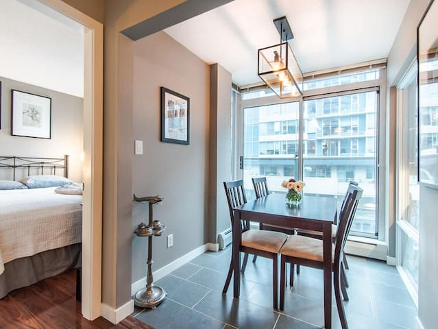 Modern Luxury In The Heart of Downtown *1BR*