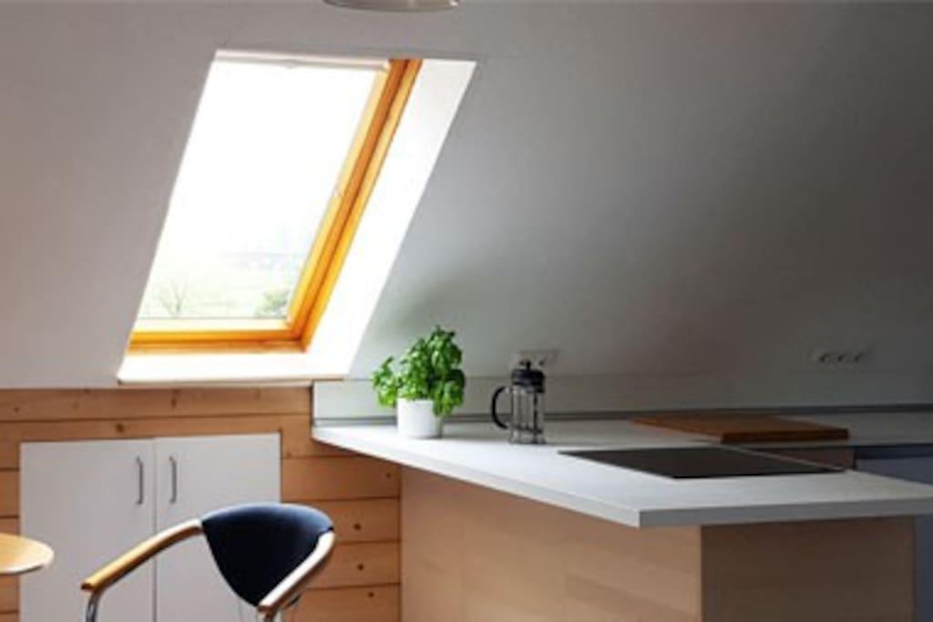 Einbauküche, davor Sitzplatz