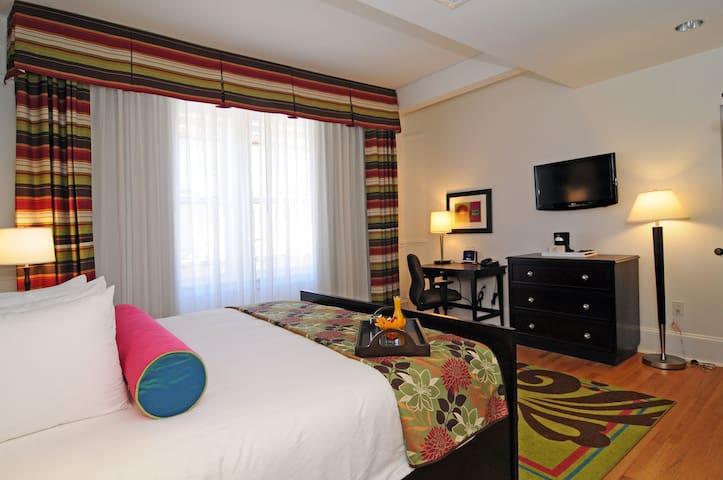 Hotel Gibbs Downtown Riverwalk King Executive Handicap Accessible Room