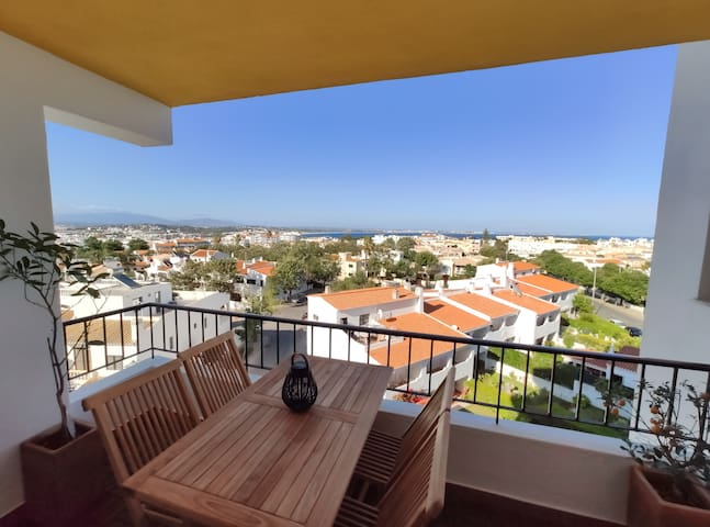 Beach & City View Apartment - Close to everything