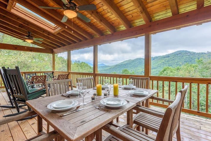 Charming Cabin, Mtn Views, Hot Tub, King Bed, Fire Pit, Close to River & Hiking