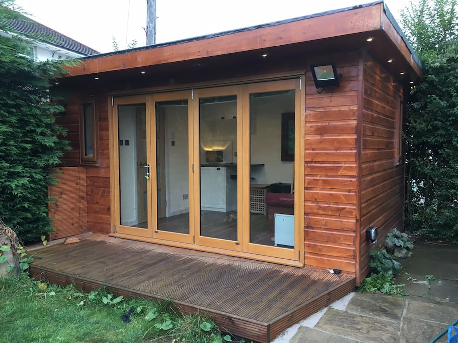 Self contained cabin in edinburgh 39 s west end guesthouses for Self contained cabin