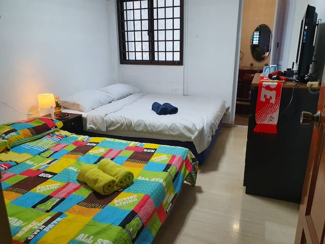 Private Room attach bathrm near airport MRT stn