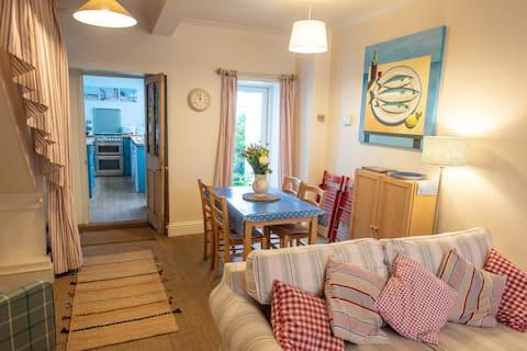 Silver Cottage, Central Lyme Regis, Pets Welcome