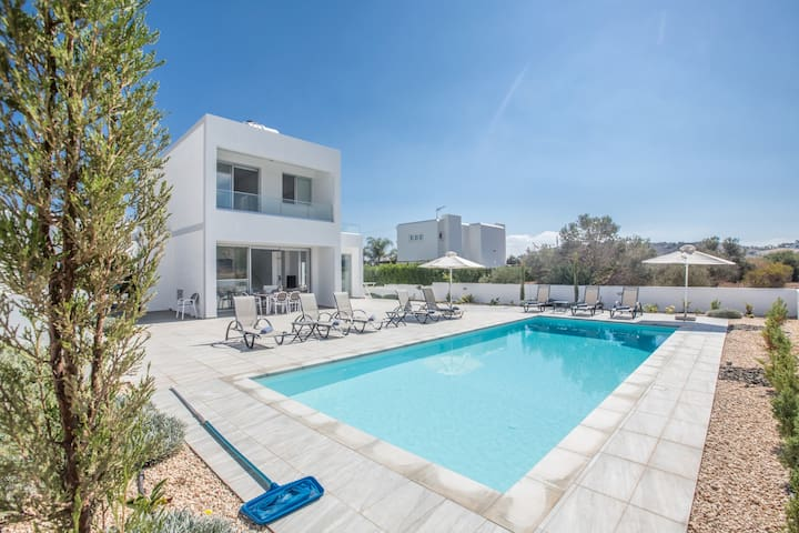 Cyprus In The Sun Villa Hollyoaks 5 Platinum