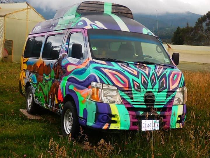 Happy Camper Van, camping en la montaña