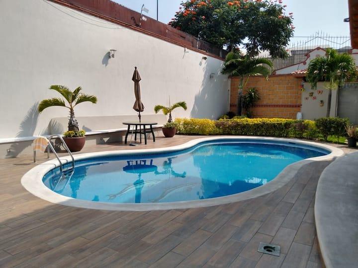Casa Bosques de Cuernavaca • Alberca Climatizada