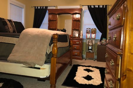 Comfortable Romantic King Size Bedroom