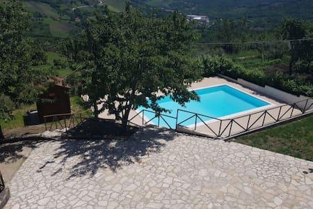 Villa con piscina panoramica  uso esclusivo Lapio